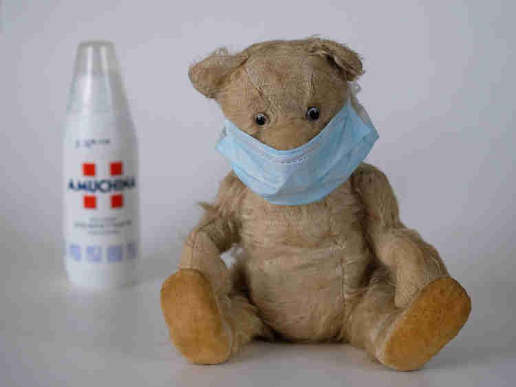 Teddy-bear-with-Clinical-mask